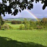 Kalender-Foto Mai - Schöne Hoffnung Regenbogen über der Angelburg (Foto von Jörg Hermann)